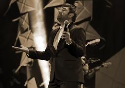 گزارش کاملی از کنسرت علیزاده در شب آرزوها؛  قایق سفید آرزوهای محمد علیزاده در شب بهاری تهران به ساحل نشست