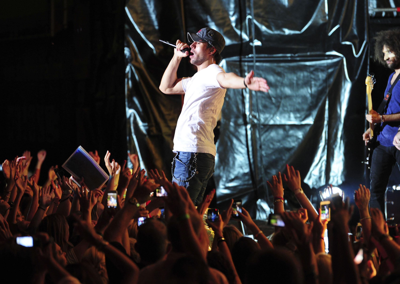 Enrique Iglesias Performing Live At The Starlite Festival