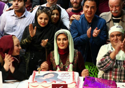 جشن تولد خانم بازیگر در پشت صحنه + عکس