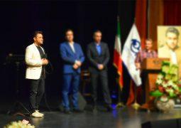 از ویدیوی جنجالی در آخرین شب تئاتر تا رونمایی از هوادار + عکس