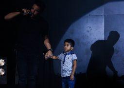 """همخوانی محمدرضا گلزار با """"پسربچه مشهور فضای مجازی"""" برای آزادی حمید صفت + تصاویر"""