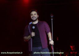 برپایی کنسرت بابک جهانبخش در جوار آرامگاه حافظ + تصاویر