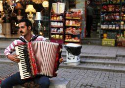 نوازنده خیابانی