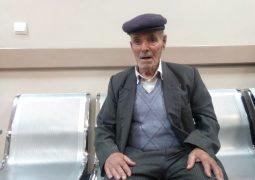 هنرمند  ۷۰ سالهای که به اجبار باربری کند + عکس