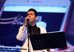 کنایه بنزینی محمد معتمدی به دولت در کنسرت