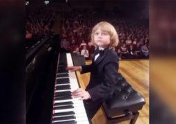 این کودک نابغه موسیقی است +فیلم