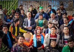مردم با کاراکتر اکبر عبدی سوپرایز میشوند