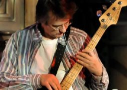 «دیوید بویی» نوازندهی خود را بر اثر کرونا از دست داد