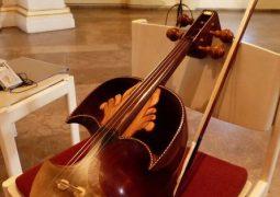 نواخته شدن قیچک باس به جای ویولنسل در ارکستر ملی