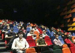 چند نفر به تماشای فیلمهای روی پرده رفتند؟